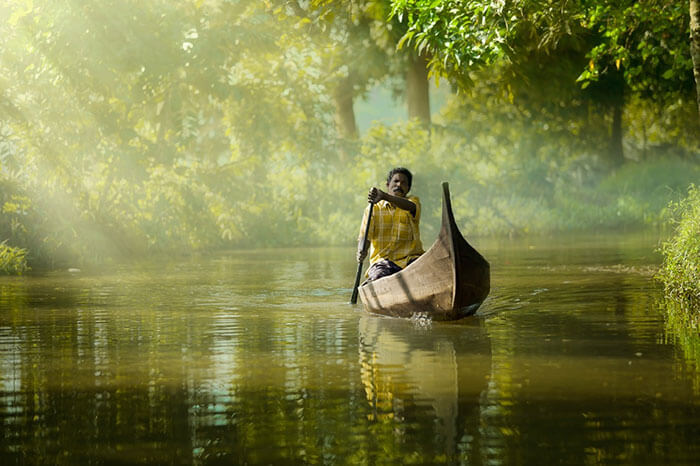 canoeing-in-alleppey